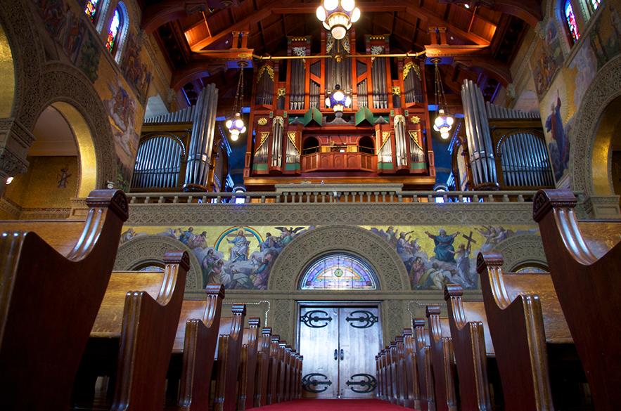 Dentro da Igreja Memorial de Stanford, no dia 27 de outubro.
