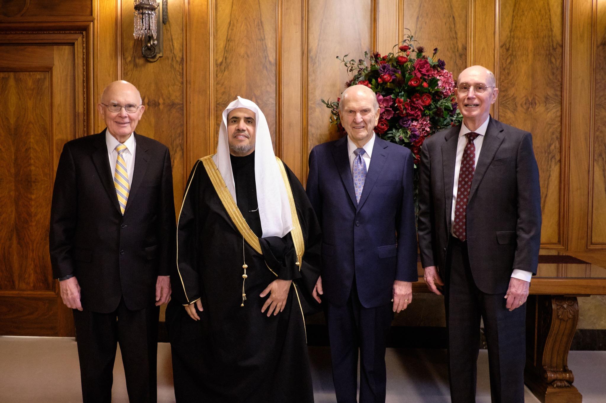 Membros da Primeira Presidência de A Igreja de Jesus Cristo dos Santos dos Últimos Dias encontram Sua Excelência o Dr. Mohammad Al-Issa, secretário-geral da Liga Mundial Muçulmana, em 5 de novembro de 2019.