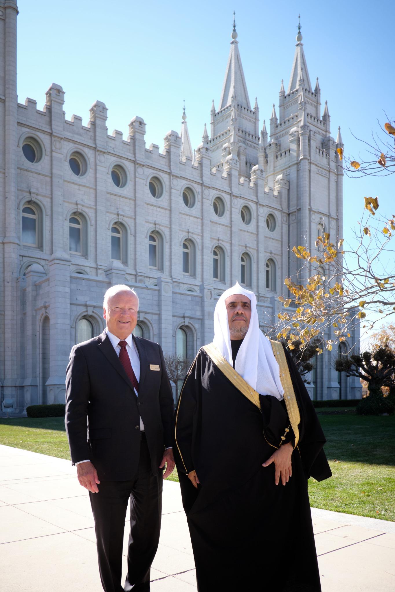 Sua Excelência o Dr. Mohammad Al-Issa, secretário-geral da Liga Mundial Muçulmana, visita a Praça do Templo em Salt Lake City em 5 de novembro de 2019, com o élder Kent F. Richards, diretor de Recepção da Igreja e setenta autoridade geral emérita.