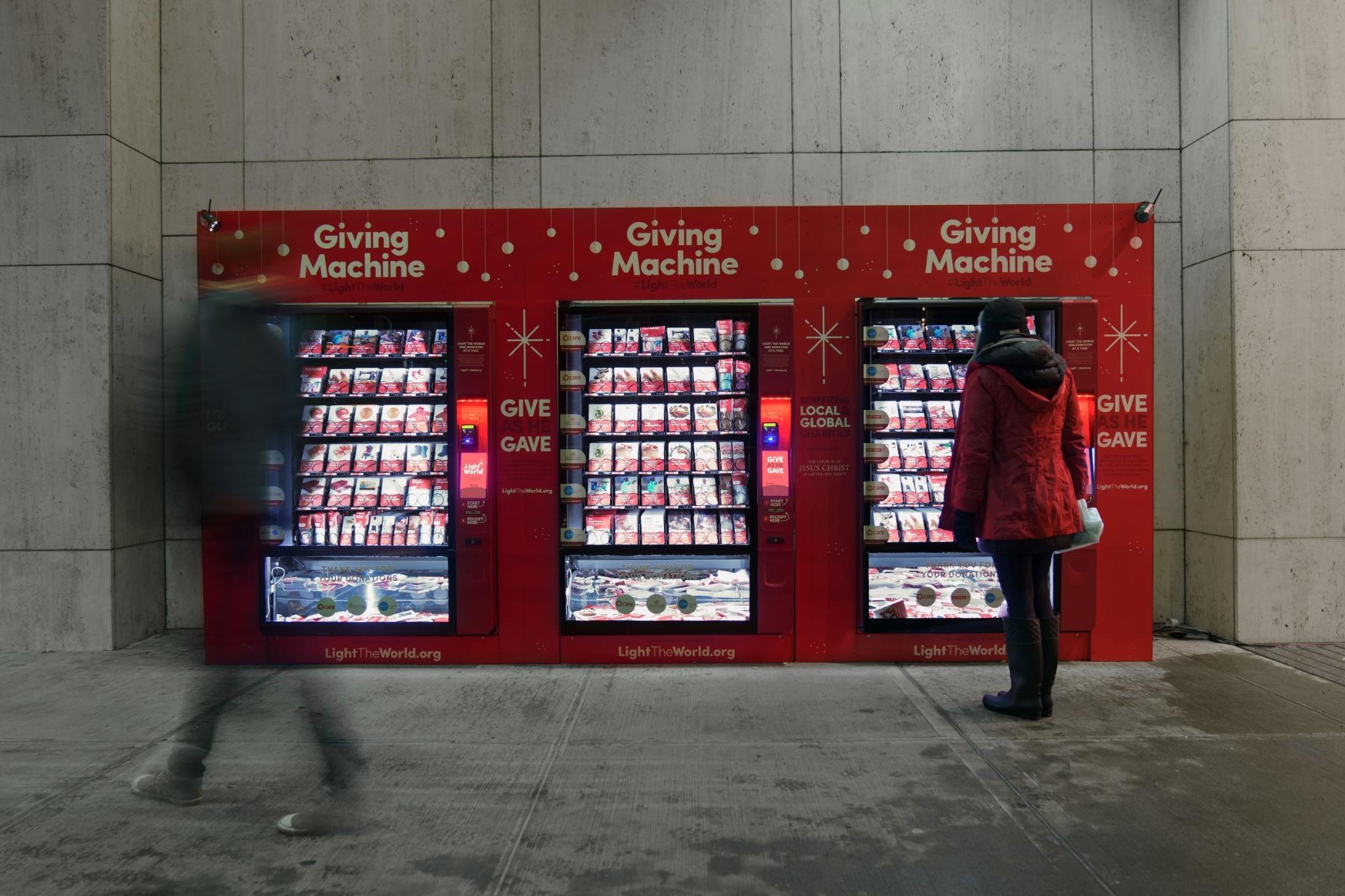 Uma máquina de doação da campanha #SejaALuzDoMundo na cidade de Nova York, um dos 10 locais este ano, onde as pessoas podem fazer doações durante a época de Natal.