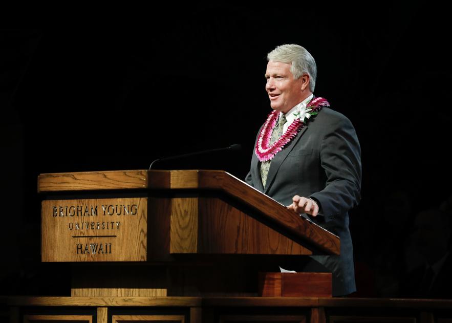 Irmão Stephen W. Owen, presidente geral dos Rapazes, falou durante um devocional na BYU-Havaí no dia 5 de novembro, sobre os princípios do novo programa para Crianças e Jovens.