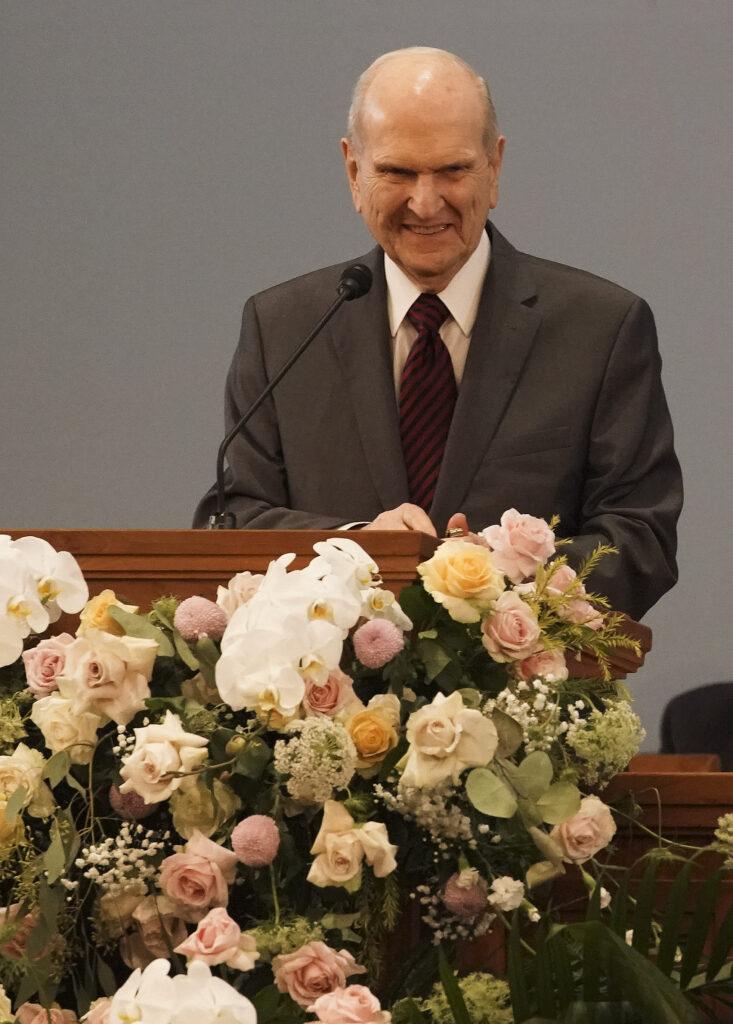 Presidente Russell M. Nelson de A Igreja de Jesus Cristo dos Santos dos Últimos Dias, fala durante um devocional em Jacarta, Indonésia, no dia 21 de novembro, 2019.