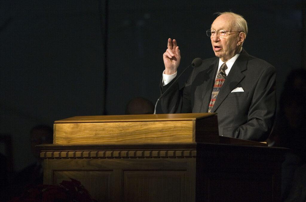 Presidente Gordon B. Hinckley fala à congregação na abertura de terra do Templo de Oquirrh Mountain Utah em South Jordan, Utah, no sábado, dia 16 de dezembro, 2006.