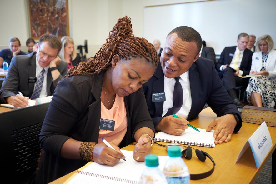 Novos presidentes de missão e suas respectivas esposas participam de um workshop durante o Seminário de Liderança da Missão, realizado no CTM de Provo, de 24 a 26 de junho.