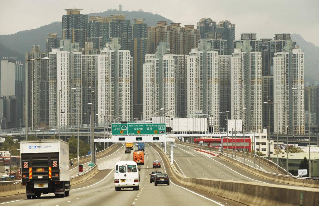 Motoristas dirigem para Hong Kong em 2018. Líderes de A Igreja de Jesus Cristo dos Santos dos Últimos Dias anunciaram no dia 4 de fevereiro de 2020 que, devido ao coronavírus, os missionários serão transferidos para fora de Hong Kong e Macau.