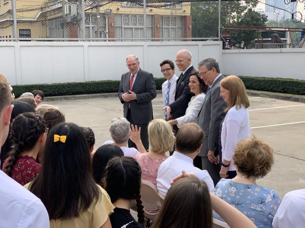 Élder Neil L. Andersen, do Quórum dos Doze Apóstolos, fala aos missionários em Bangcoc, na Tailândia, no dia 13 de janeiro de 2020.