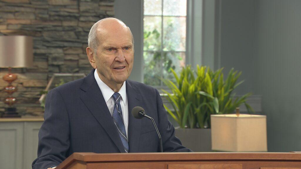 Presidente Russell M. Nelson fala durante uma mensagem gravada com antecedência no dia 2 de fevereiro, 2020, para o Devocional dirigido aos santos dos últimos dias da Venezuela, nação localizada no norte da América do Sul.