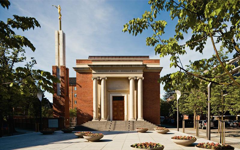 Originalmente uma capela da Igreja, o Templo de Copenhagen Dinamarca passou por extensas reformas para transformá-lo em uma casa do Senhor.