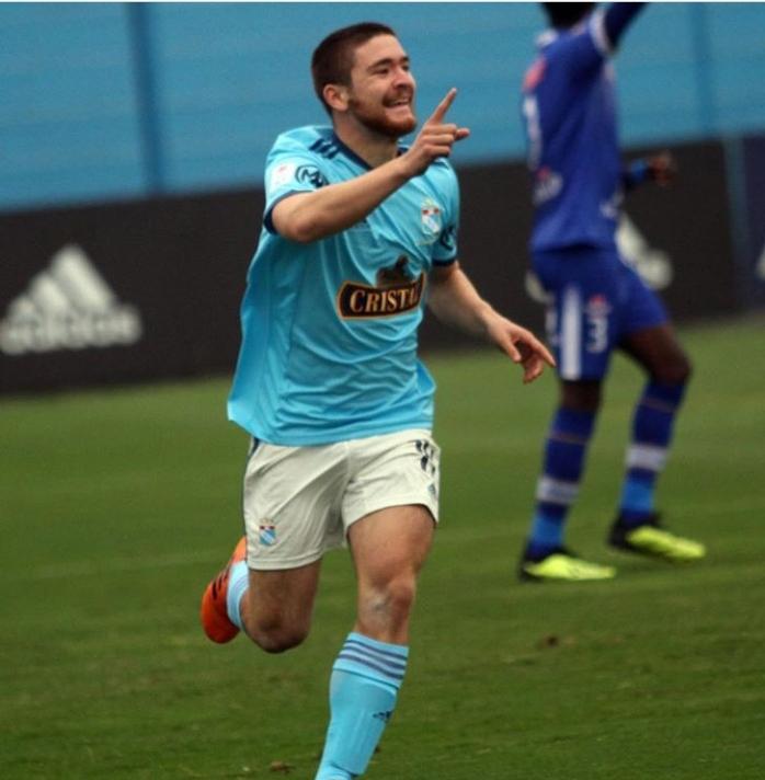 Después de haber realizado su sueño de llegar a ser un jugador profesional de fútbol, Paulo Gallardo, de 18 años, se separa del deporte que ama para servir en una misión de tiempo completo.
