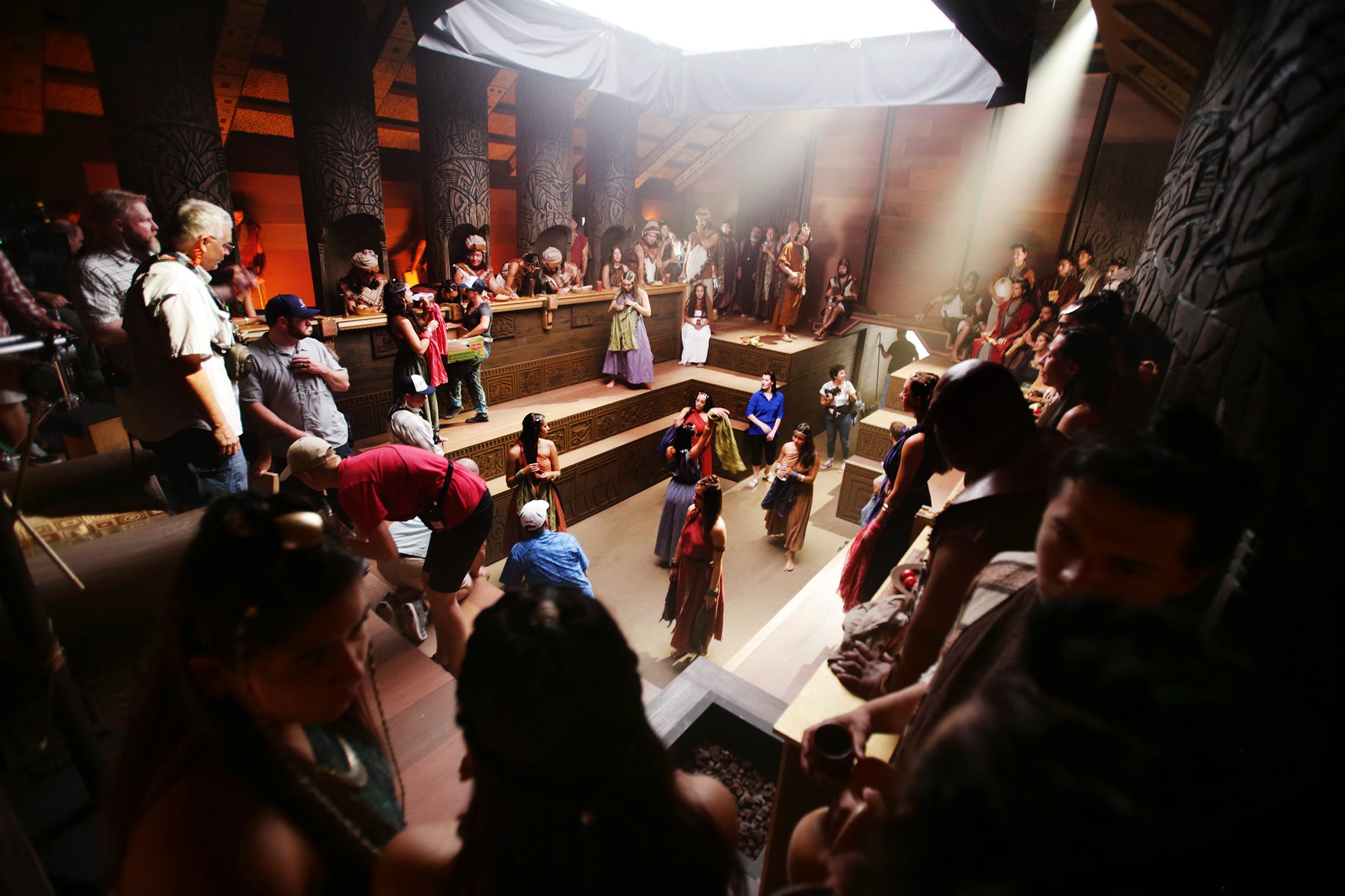 La representación de la corte del rey Noé que se usa para el rodaje a medida que avanza el trabajo en la producción de la serie de videos del Libro de Mormón en Provo, Utah, en el Motion Picture Studio, el martes 3 de sept. de 2019.
