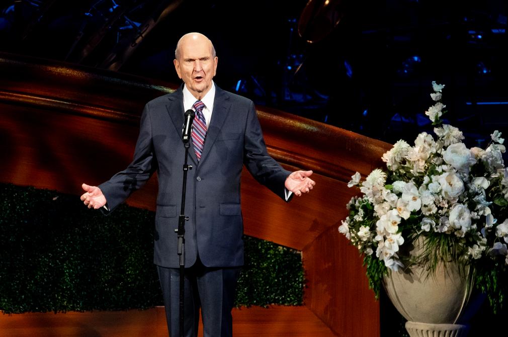 El presidente Russell M. Nelson, de La Iglesia de Jesucristo de los Santos de los Últimos Días, habla durante una celebración de su 95° cumpleaños en el Centro de Conferencias, en Salt Lake City, el viernes 6 de septiembre de 2019.