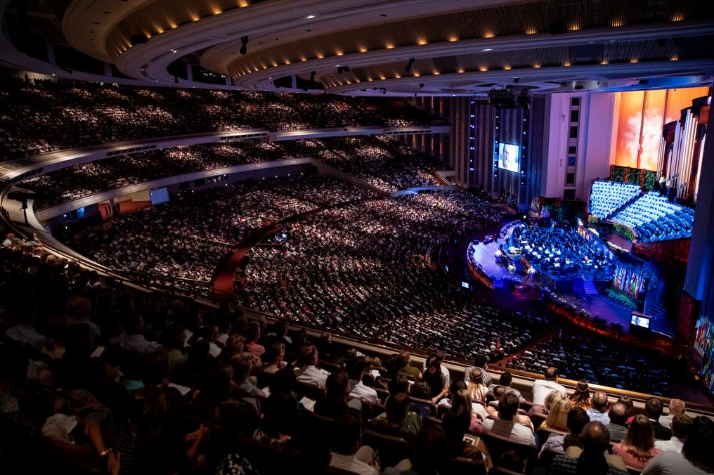 La audiencia escucha durante una celebración del 95° cumpleaños del presidente Russell M. Nelson, de La Iglesia de Jesucristo de los Santos de los Últimos Días, en el Centro de Conferencias, en Salt Lake City, el viernes 6 de septiembre de 2019.
