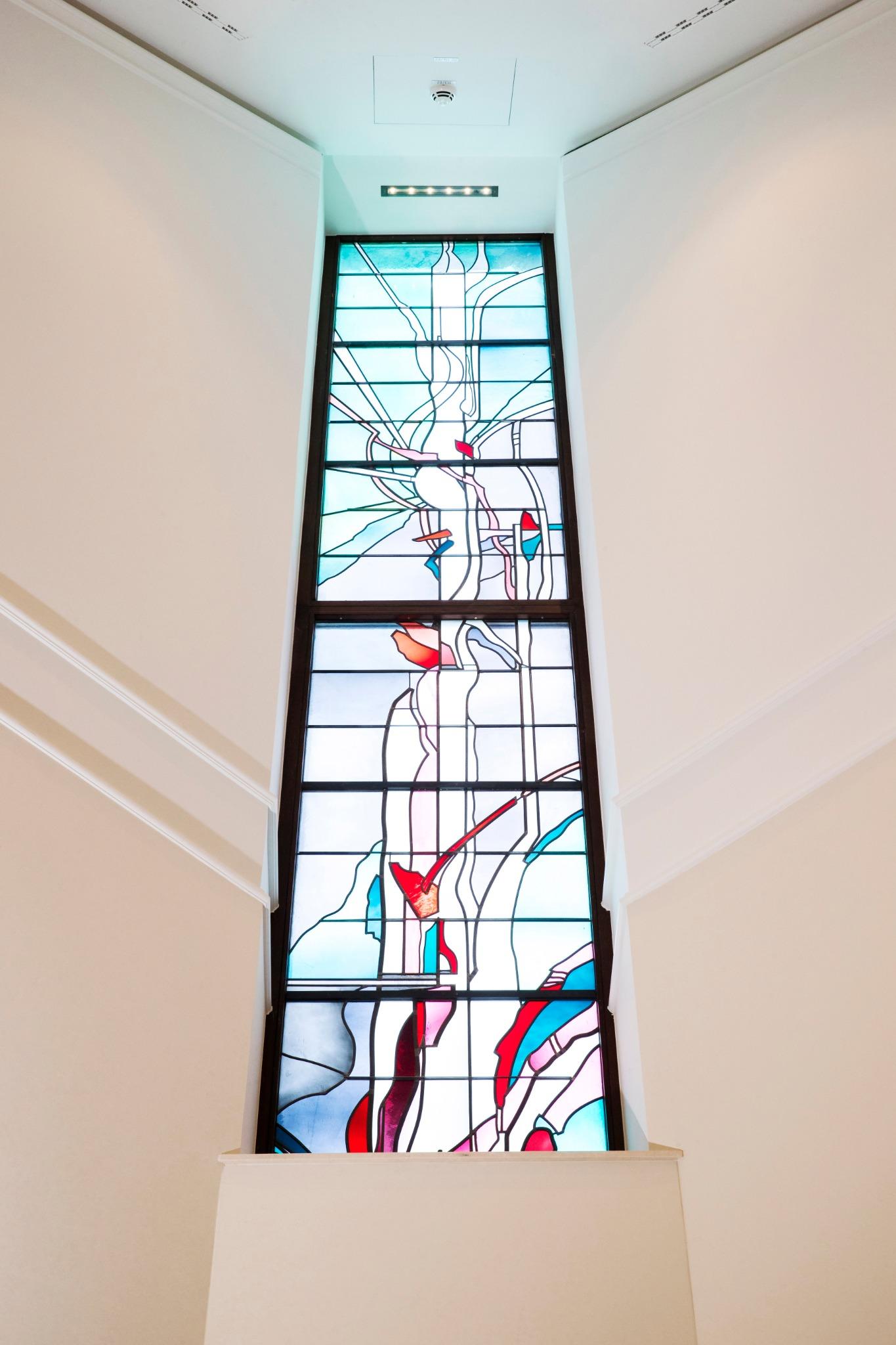 Se han reemplazado los vitrales a lo largo de todo el Templo de Frankfurt Alemania.