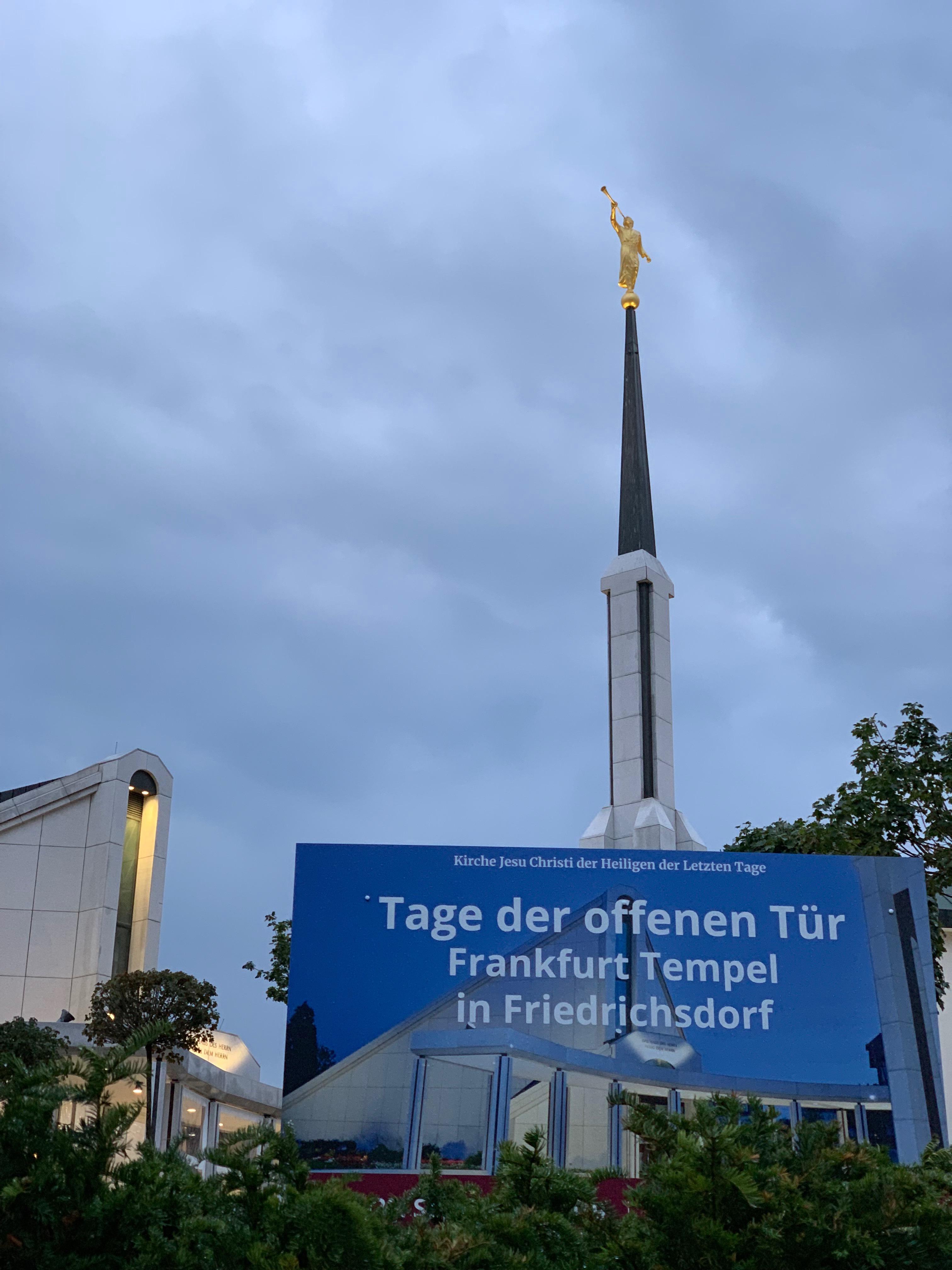 El frente del Templo de Frankfurt Alemania, fotografiado antes del comienzo de la casa abierta al público que se lleva a cabo desde el 13 al 28 de septiembre de 2019.