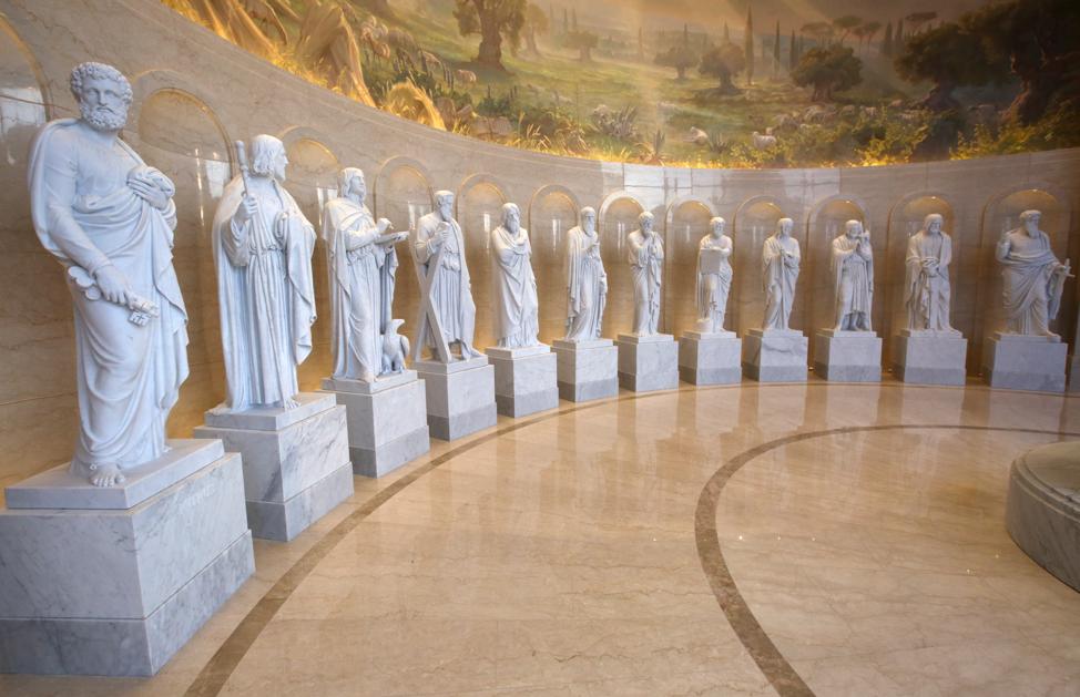 Réplicas de las estatuas de los 12 apóstoles del escultor danés, Bertel Thorvaldsen, se exhiben en el Centro de Visitantes del Templo de Roma Italia, el viernes 16 de noviembre de 2018. Estos discípulos son ejemplos de personas de una dispensación anterior que no vieron al evangelio prosperar, pero tenían fe en que prosperaría en esta dispensación, tal como explicó el élder Holland en un devocional en la USU, el 22 de septiembre de 2019.