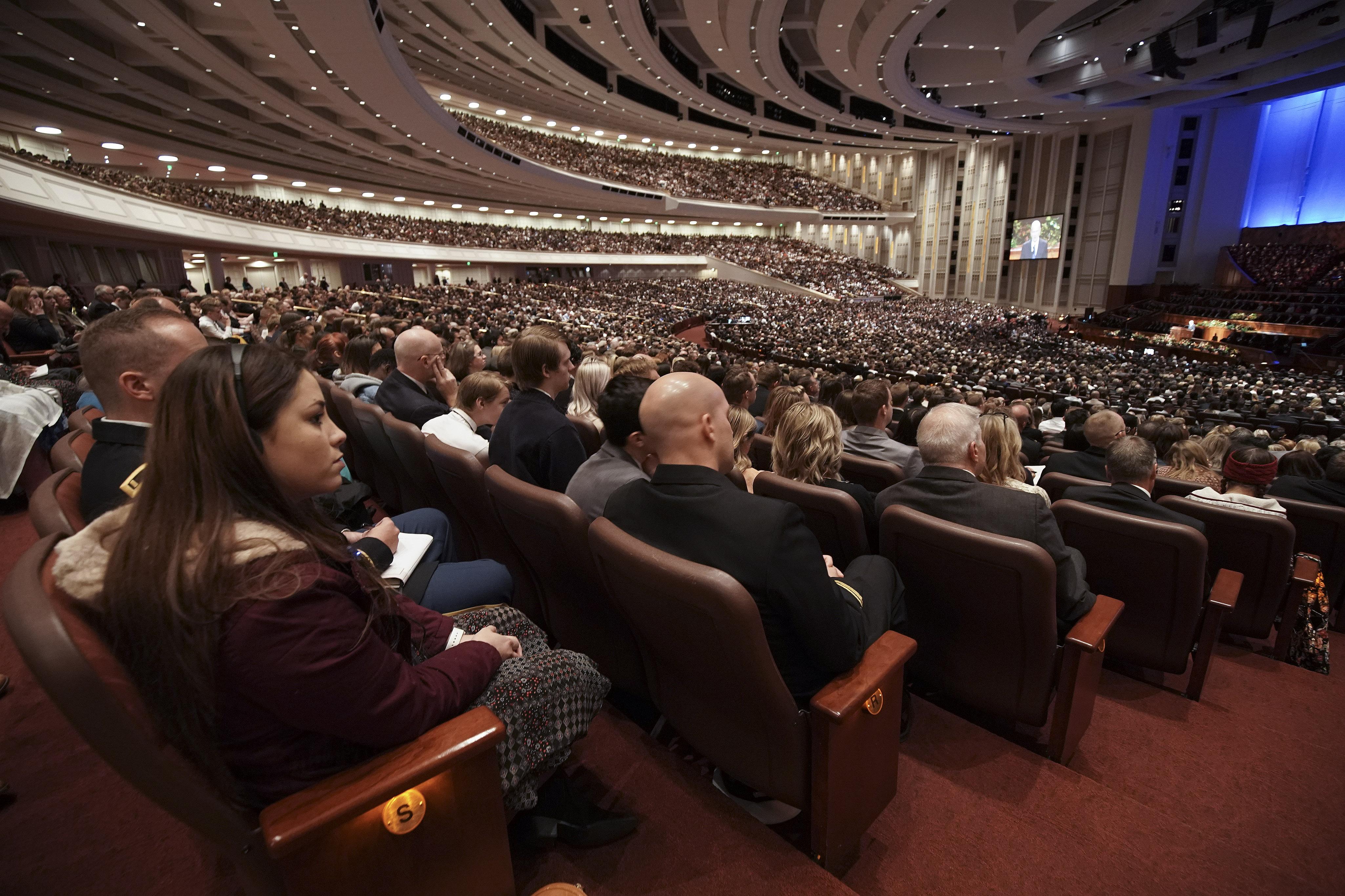 El presidente Russell M. Nelson habla durante la sesión del domingo por la mañana de la Conferencia General Semestral núm. 189 de La Iglesia de Jesucristo de los Santos de los Últimos Días en Salt Lake City el domingo, 6 de oct. de 2019.