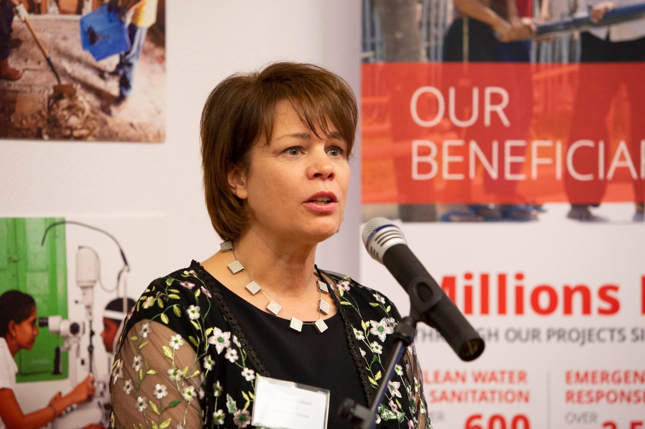 Millones de personas han sido ayudadas en todo el mundo por Latter-day Saint Charities, dice la hermana Sharon Eubank, la presidenta de la organización y primera consejera en la presidencia general de la Sociedad de Socorro, durante una recepción en Ginebra, Suiza, el 16 de septiembre de 2019.