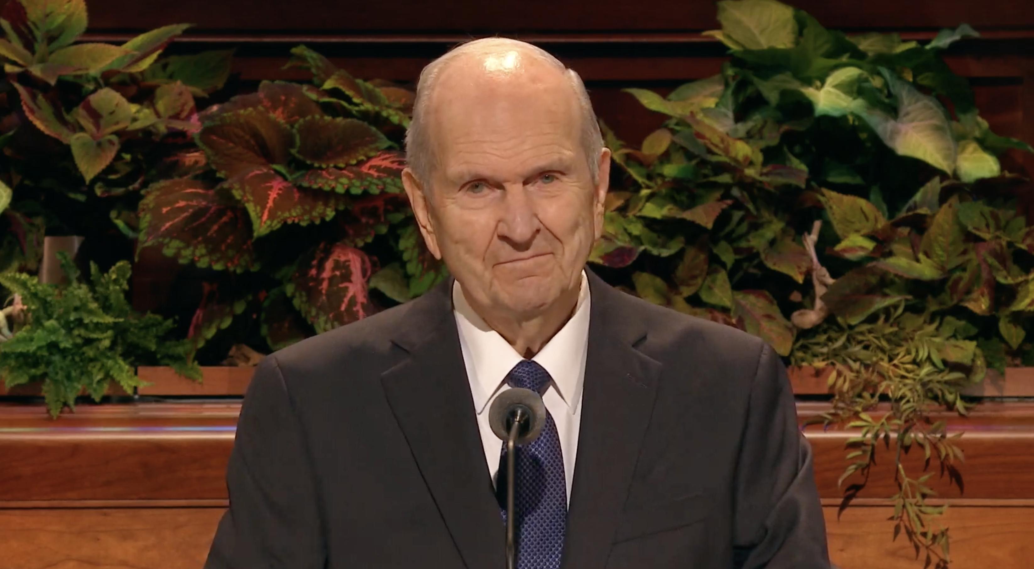 El presidente Russell M. Nelson, presidente de la Iglesia, habla durante la sesión del domingo por la mañana de la Conferencia General Semestral N°189 de la Iglesia, el 6 de octubre de 2019.