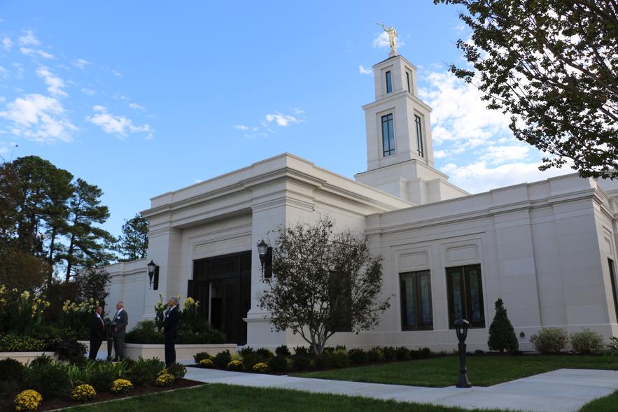 El primero y único templo de Carolina del Norte — el Templo de Raleigh, Carolina del Norte — fue rededicado por el presidente M. Russell Ballard el 13 de octubre de 2019.