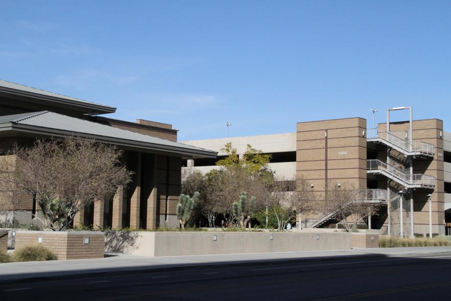 El edificio del instituto de religión en el campus de la Universidad Estatal de Arizona.