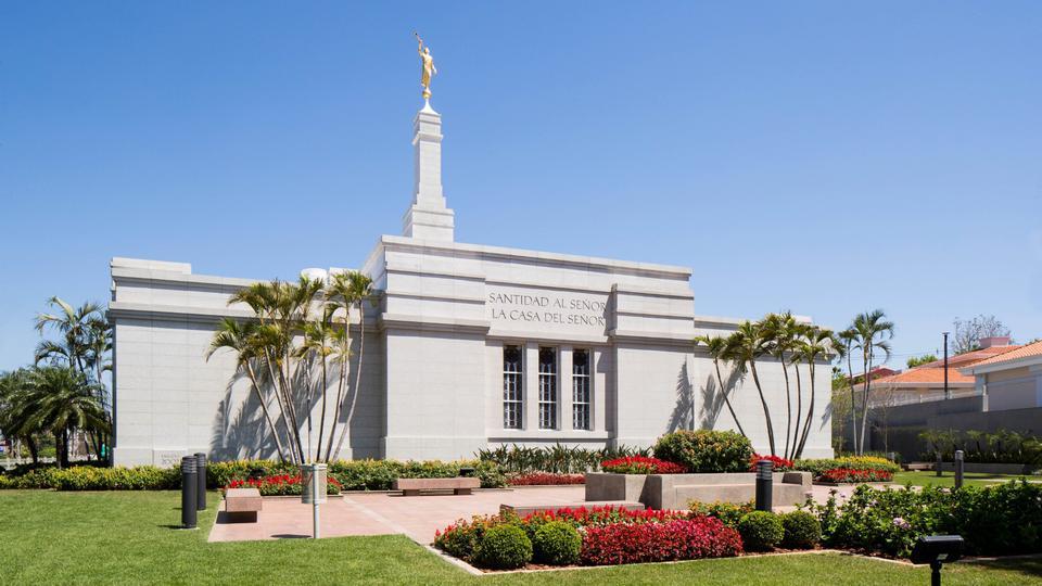 El Templo de Asunción Paraguay fue rededicado el 3 de noviembre de 2019 por el élder D. Todd Christofferson.