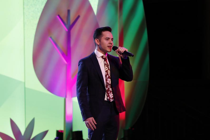 David Archuleta interpreta la canción del lema de la juventud para 2020 durante un evento Cara a Cara sobre el nuevo programa para Niños y Jóvenes en el Tabernáculo de Salt Lake City, el 17 de noviembre.