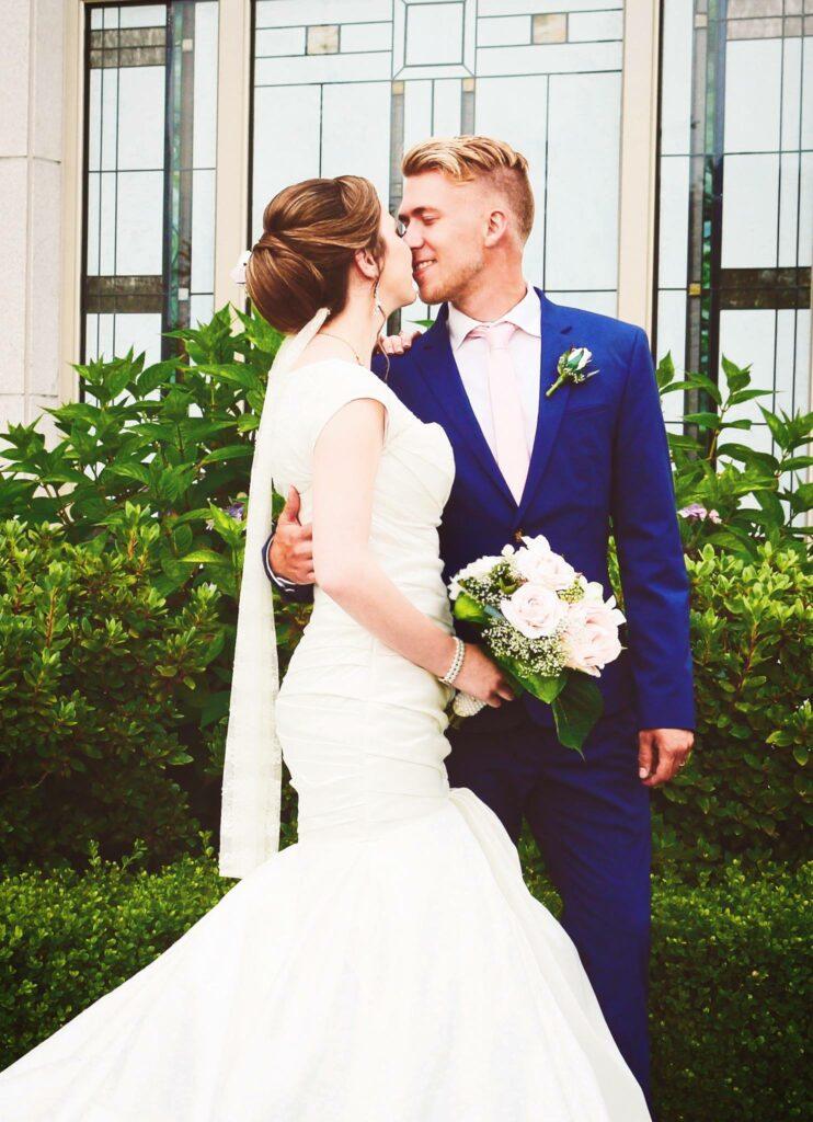 Brayden y Laura Faganello en el día de su boda en el Templo de Vancouver Columbia Británica, el 14 de julio de 2016.