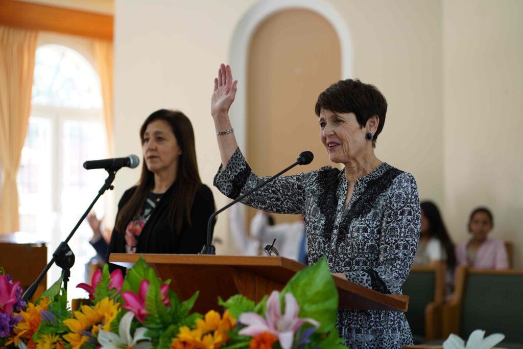 La hermana Susan Bednar habla a los jóvenes durante un devocional en Nicaragua en noviembre del 2019.