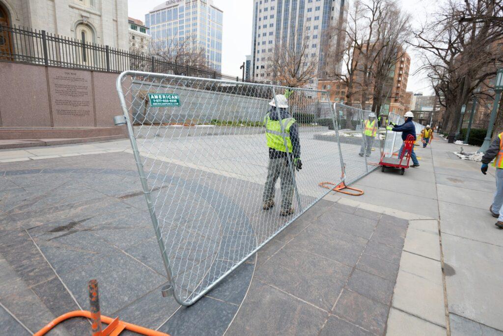 Se instala una cerca alrededor del Templo de Salt Lake al comenzar un importante proyecto de renovación.