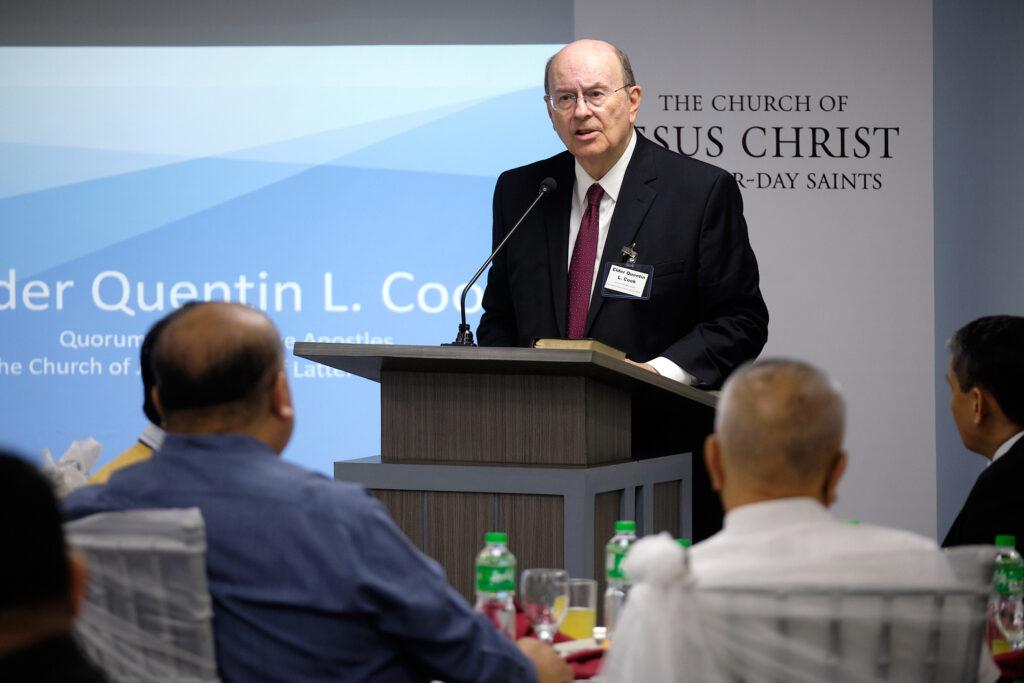 Élder Quentin L. Cook, de los Doce Apóstoles, habla en Manila, Filipinas, el sábado, 11 de enero de 2020.