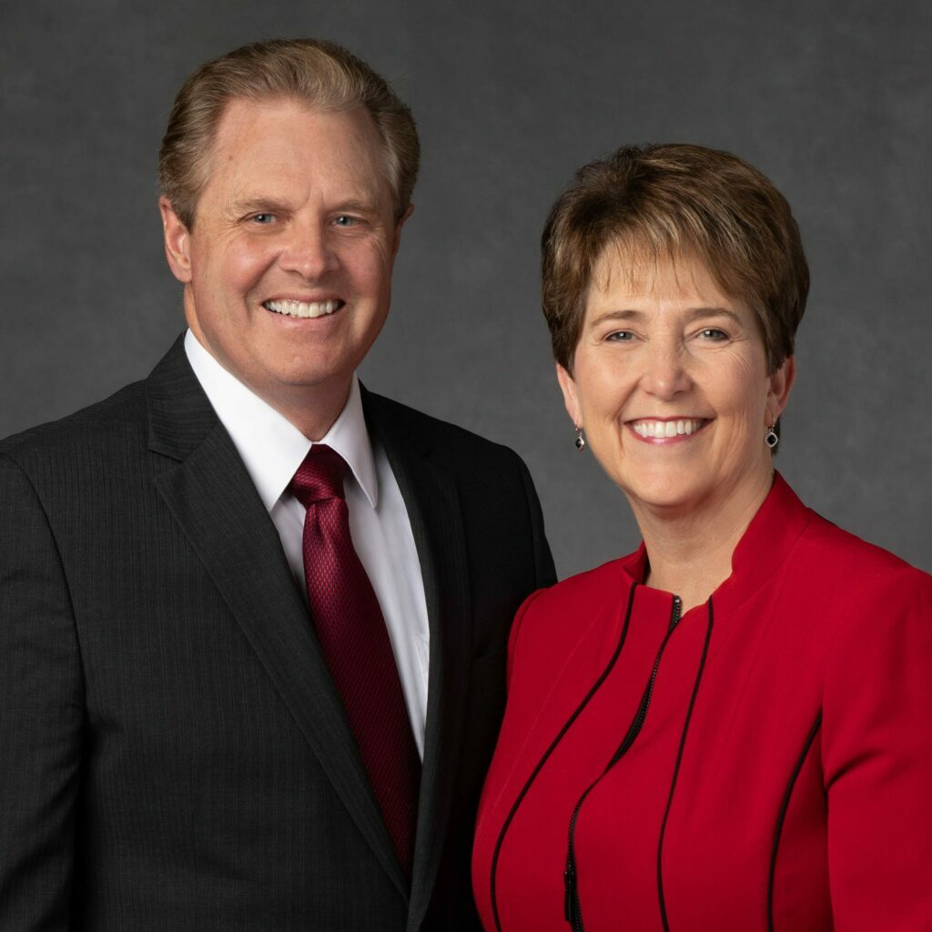 Dan J. y Debbie J. Hammon