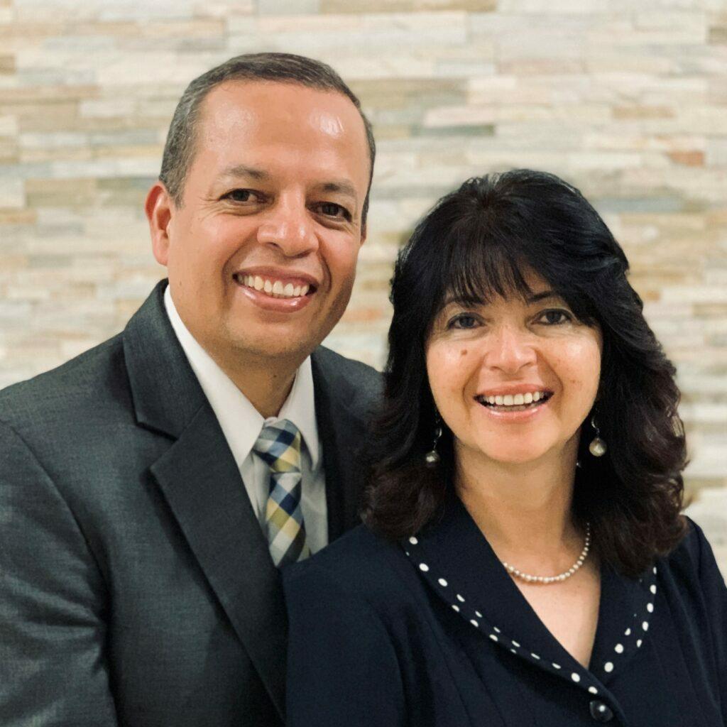 Oscar M. y Cynthia Castillo de Abadillo