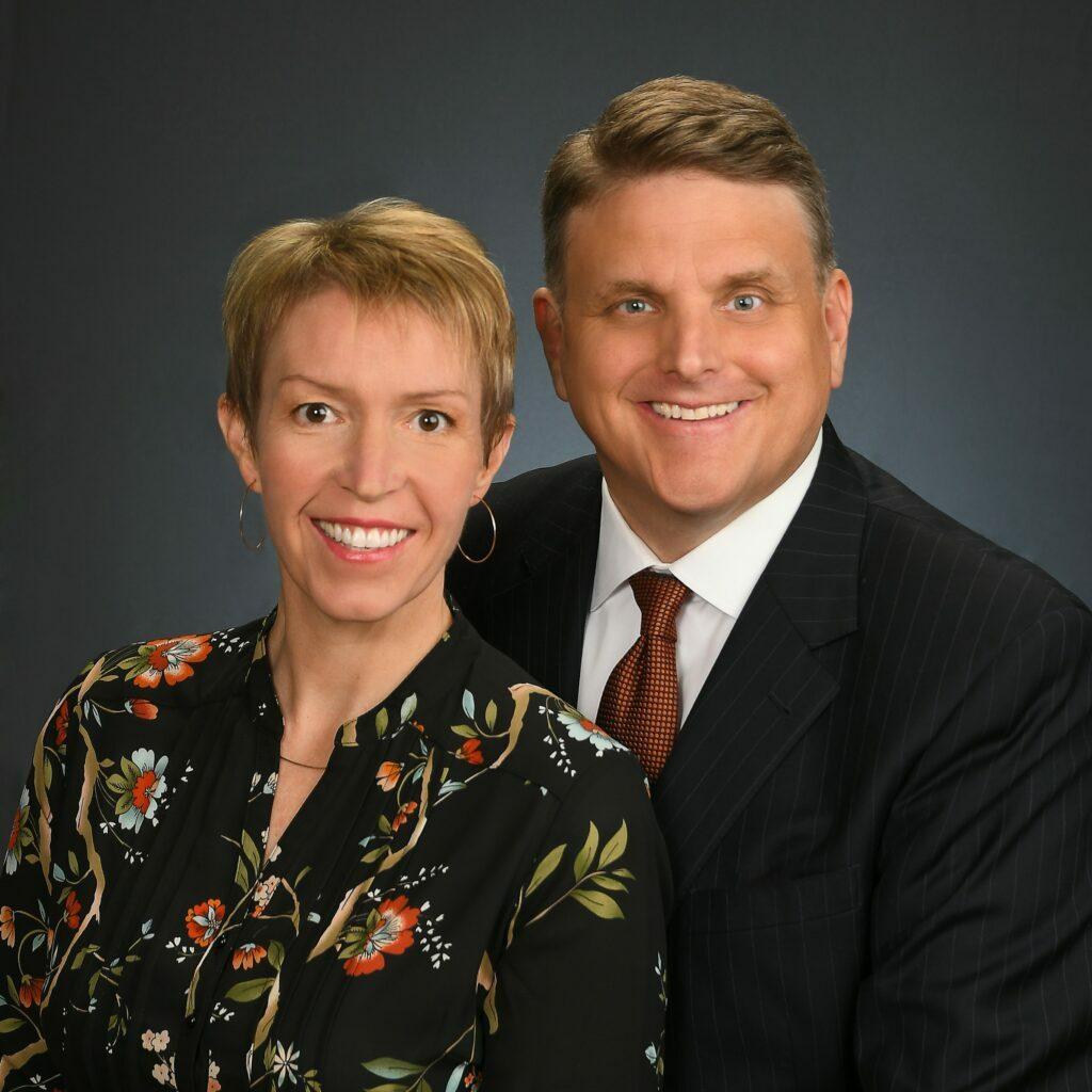 Julia W. y Mark H. Ballif