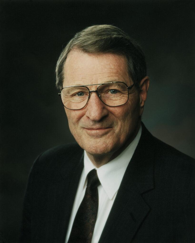 Élder Neal A. Maxwell