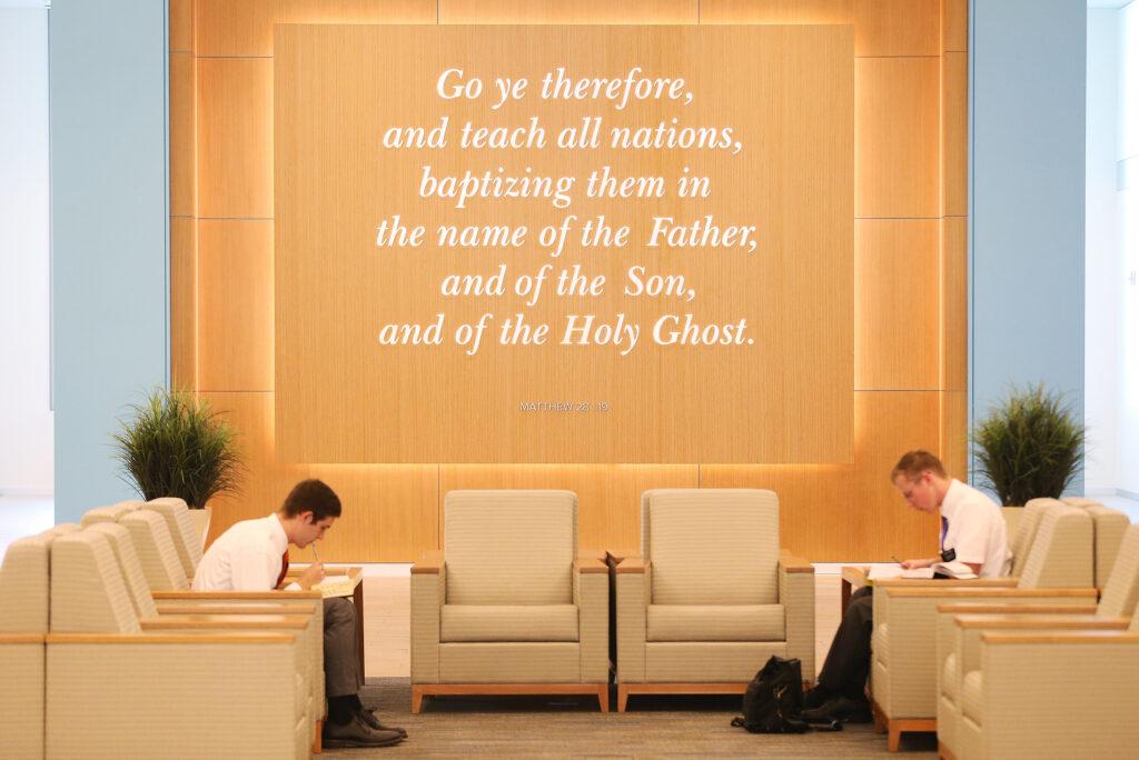 Los élderes Brigham Blackhurst y Andrew James estudian en el Centro de Capacitación Misional de Provo el miércoles, 26 de julio de 2017. Se han hecho renovaciones para recibir a 3.700 misioneros.
