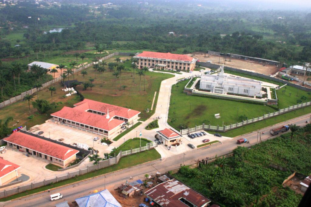 Una toma aérea del complejo del Templo de Aba, Nigeria en 2005.