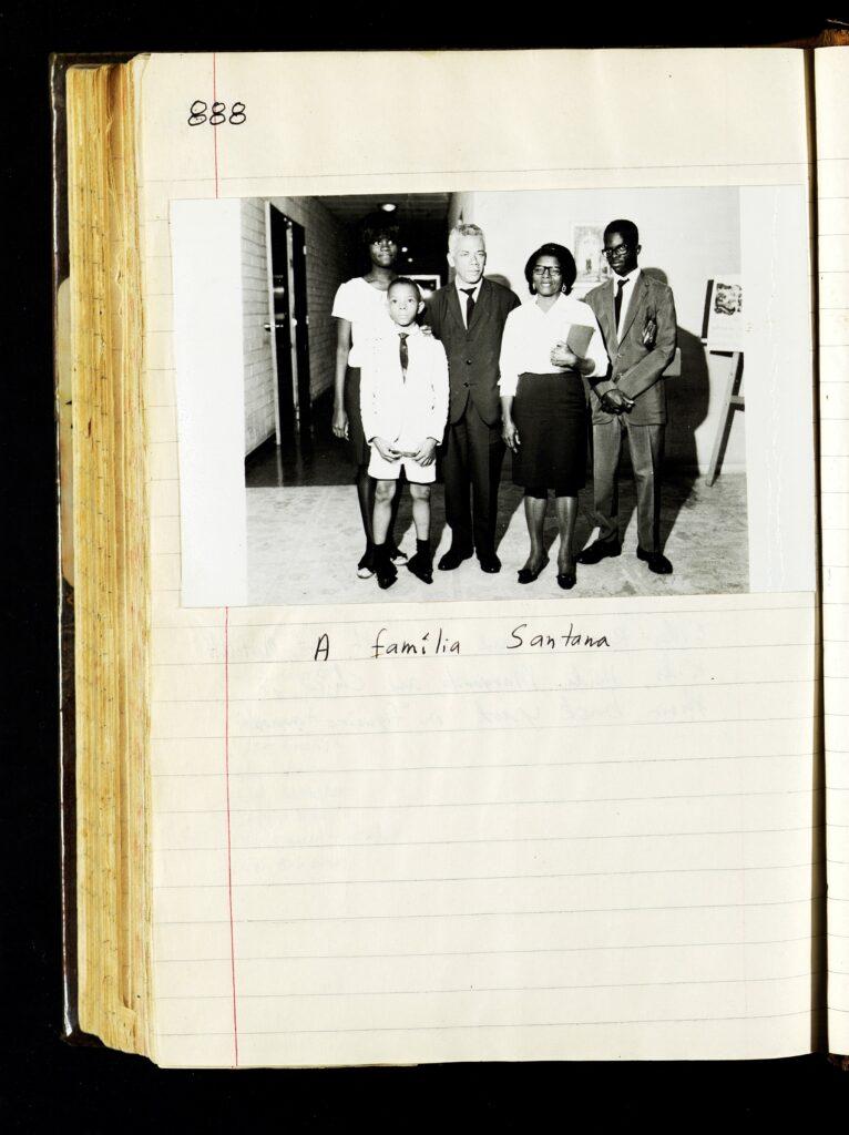 Una página del diario de 1969 de Kirk K. Nielson con una fotografía de la familia Lima en Brasilia, Brasil.